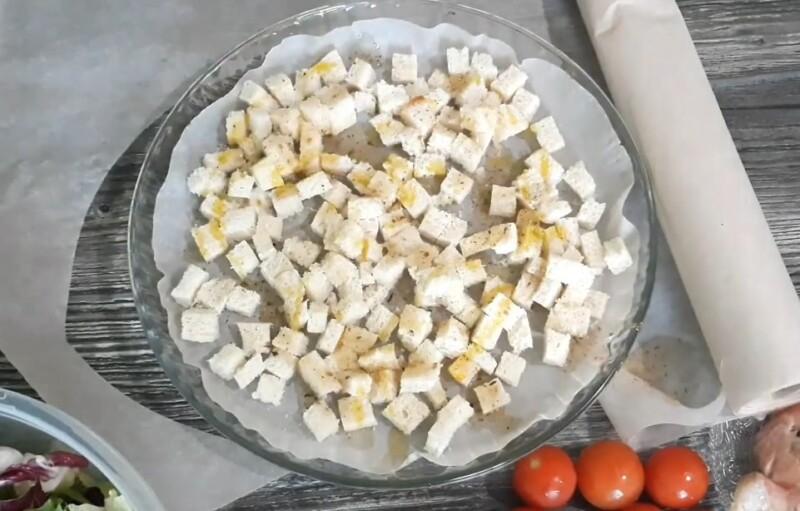 обжариваем сухарики