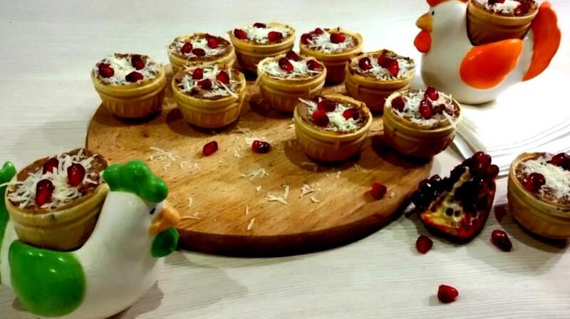 Изумительные тарталетки с печеночным паштетом и соленым огурцом