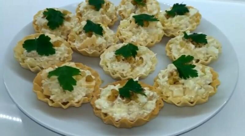 Пошаговый рецепт тарталеток с ананасом, сыром и чесноком