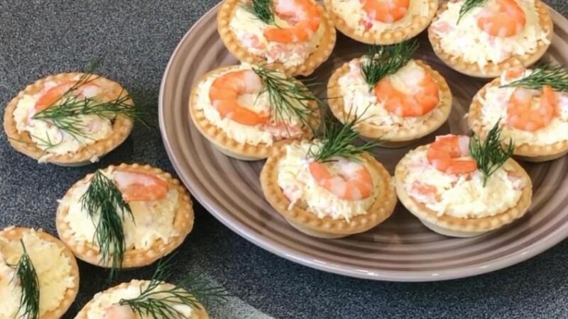 Простой рецепт тарталеток с креветками и творожным сыром