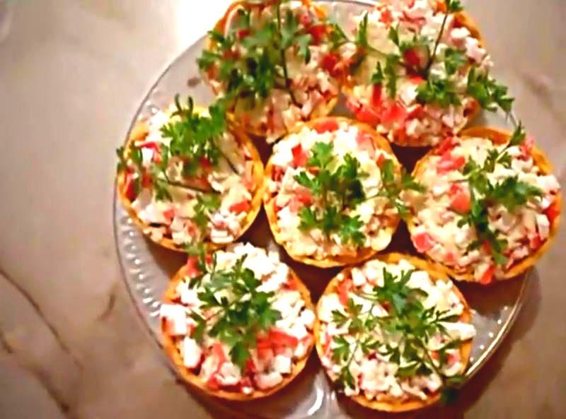 Самые вкусные тарталетки с начинкой из крабовых палочек и плавленого сыра