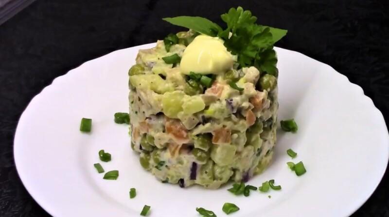 Самый вкусный салат Оливье с кальмарами — пошаговый рецепт