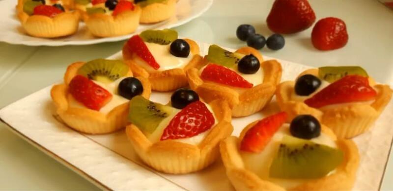 Сладкие тарталетки из песочного теста с фруктами для детского праздника