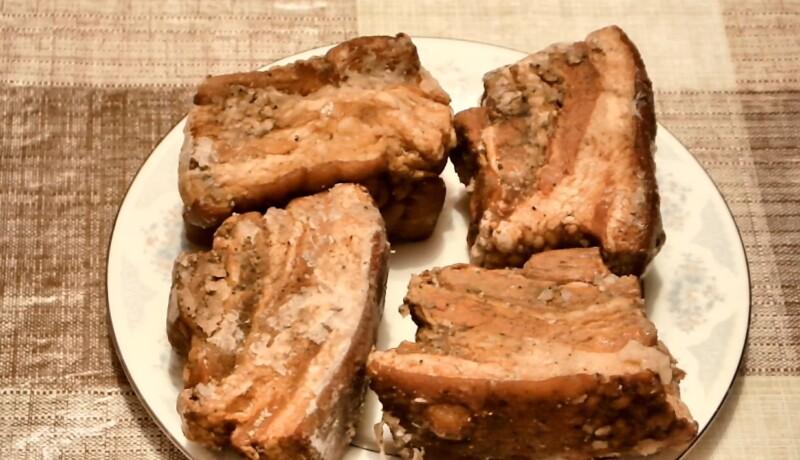 Вареное сало в луковой шелухе — самый вкусный рецепт с жидким дымом