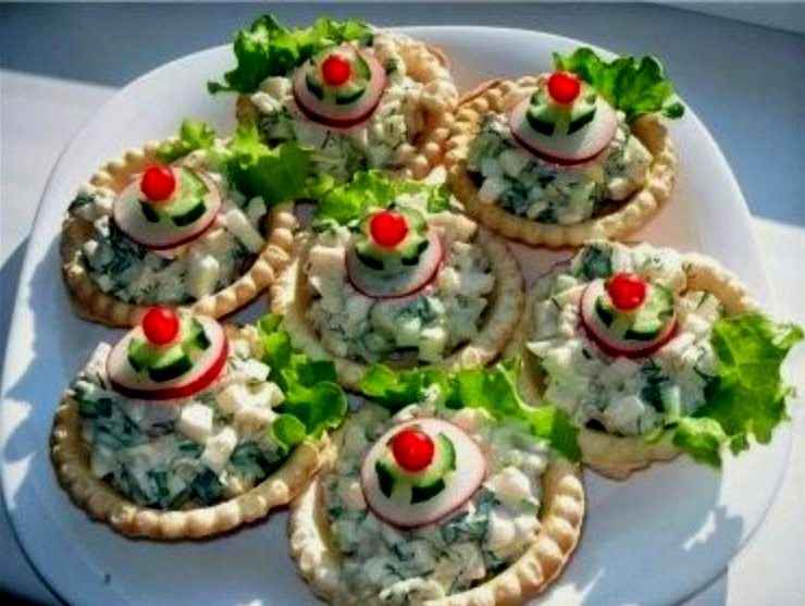 Вкусные тарталетки с начинкой из кальмаров и крабовых палочек