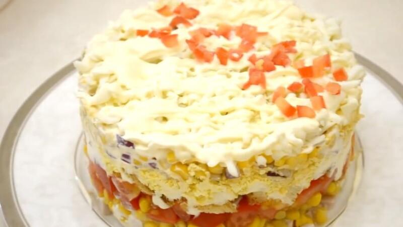 Недорогой салат с сухариками на Новый Год по очень вкусному и простому рецепту