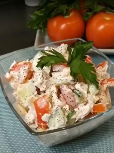 ПП салат с фасолью консервированной, куриной грудкой и помидорами