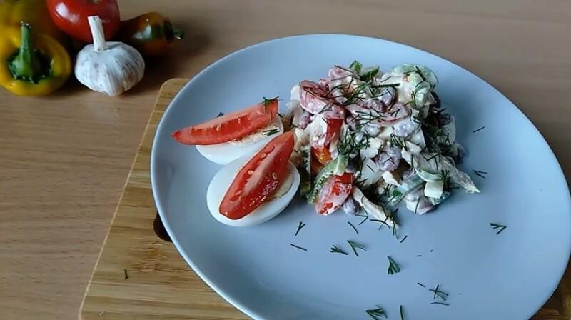 Простой салат с фасолью консервированной и курицей — очень вкусный рецепт