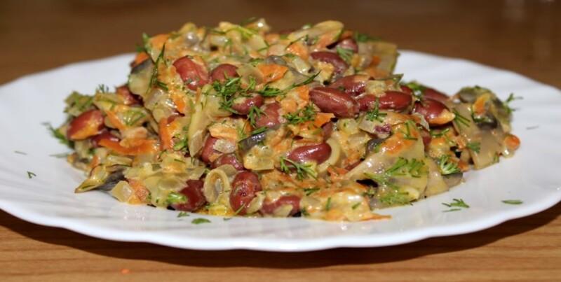 Салат с фасолью и консервированными грибами