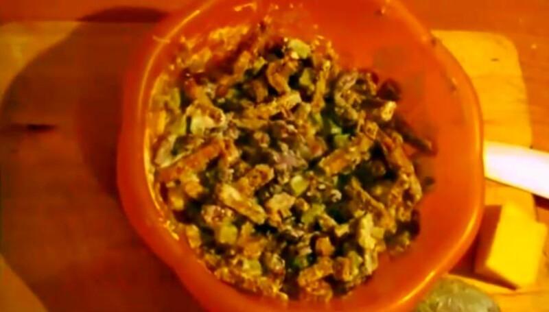 Салат с фасолью и сухариками — очень вкусный рецепт