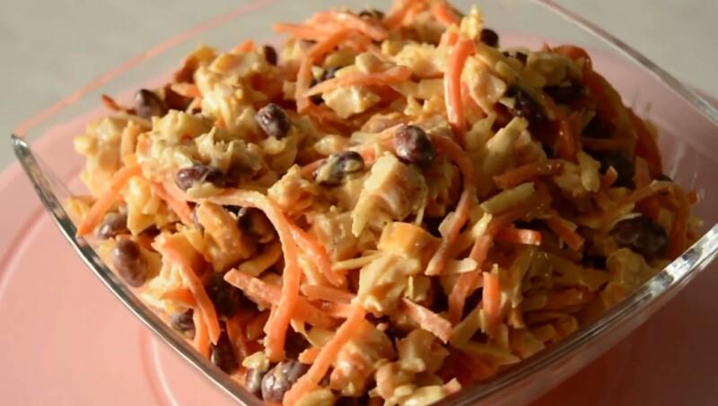 Салат с фасолью, курицей и корейской морковью