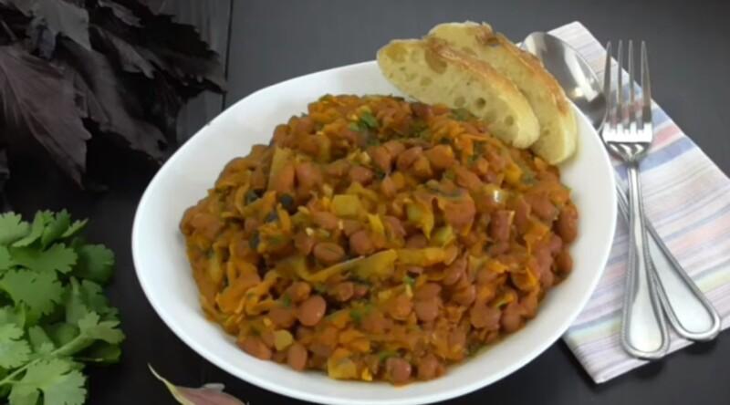 Постный салат с фасолью и грибами шампиньонами
