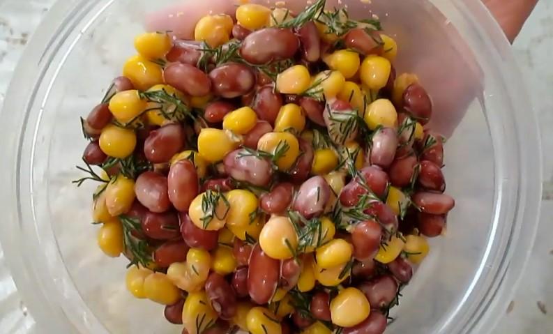 Салат с красной фасолью консервированной и кукурузой — очень быстрый рецепт