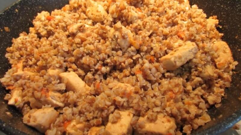 Гречка по-купечески с курицей на сковороде — пошаговый рецепт