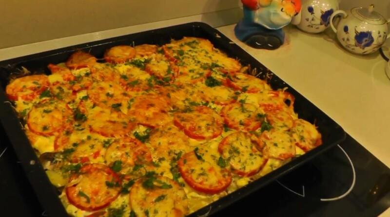 Кета, запеченная в духовке с помидорами под сыром