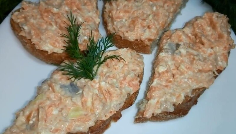 Намазка на бутерброды из селедки, моркови и плавленого сыра