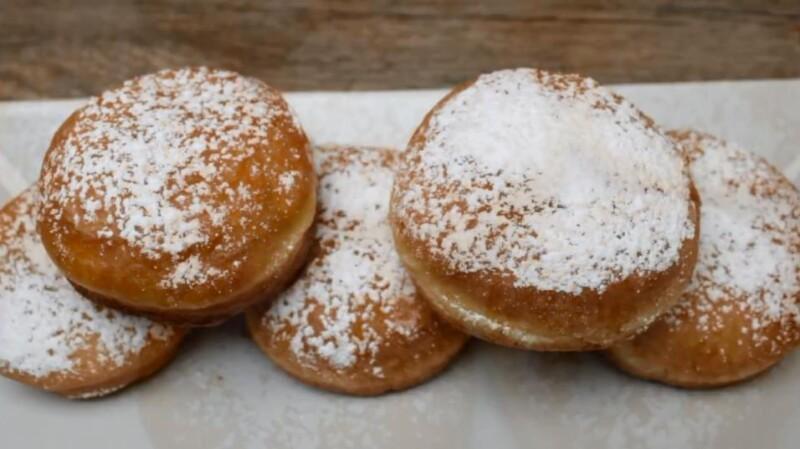 Пончики Берлинеры с шоколадной начинкой внутри