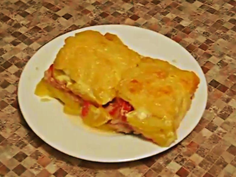 Запеченная кета в духовке с картошкой, помидорами и сыром