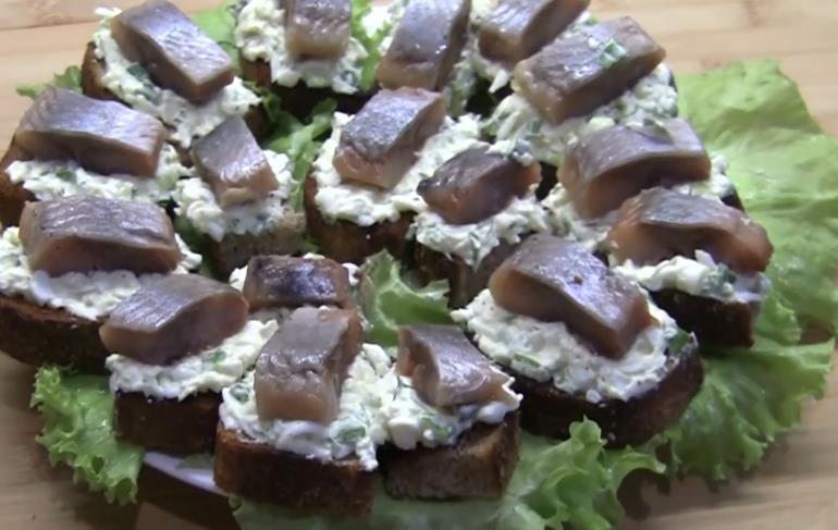 выкладываем яичный салат