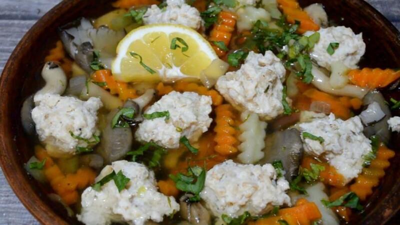 Диетический суп с фрикадельками из индейки