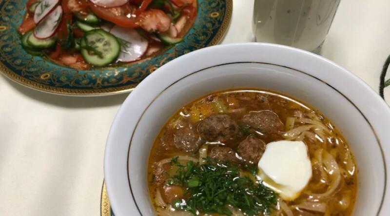 Изумительный суп с фрикадельками и лапшой