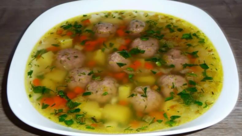 Суп с фрикадельками из свиного фарша с картофелем