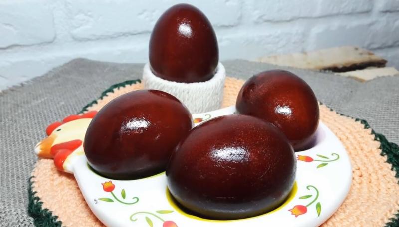 Как правильно покрасить яйца в луковой шелухе, чтобы не лопнули