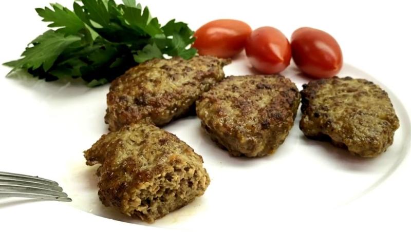 Печеночные котлеты из говяжьей печени с мукой через мясорубку — рецепт на сковороде