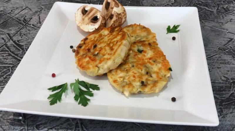 Рубленые котлеты из куриного филе с грибами и сыром в духовке