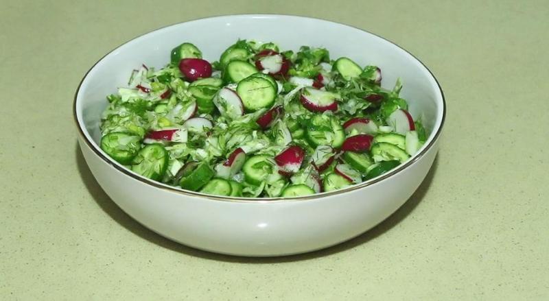 Хрустящий салатик из редиски с сельдереем