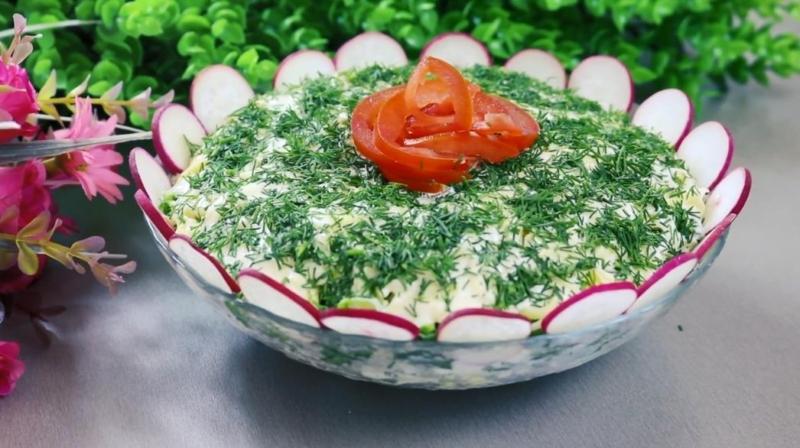 Изумительный салат с редиской и куриной грудкой