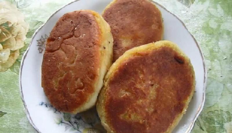 Картофельные пирожки с капустой на сковороде без яиц