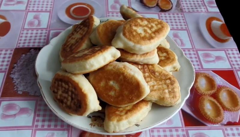 Постные пирожки с капустой жареные на сковороде (бездрожжевые)