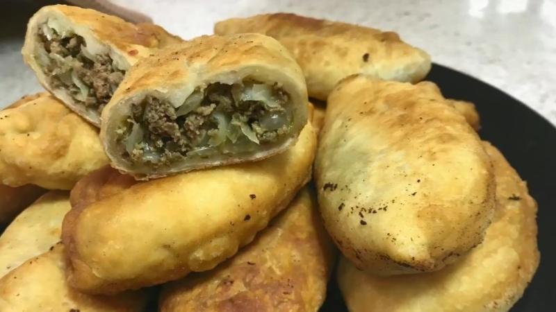 Рецепт пирожков с капустой и фаршем жареных на сковороде