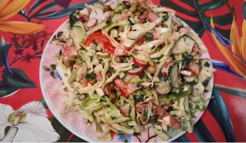 Салат из редиски и помидоров с майонезом