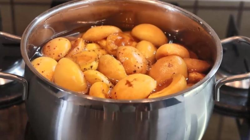 проварить абрикосы