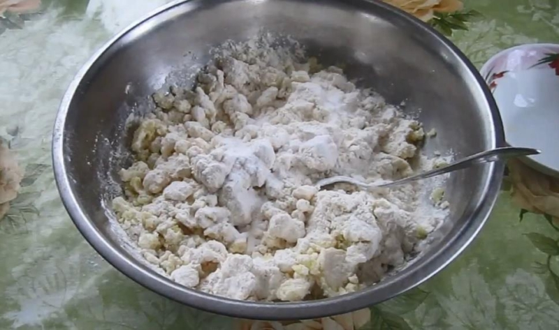 смешать картофель и муку